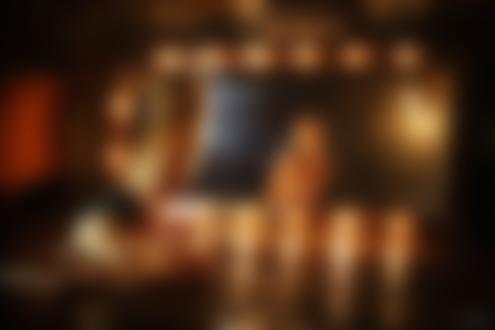 Фото Модель Анна Владимирова позирует на полу перед зеркалом, фотограф Максим Чуприн