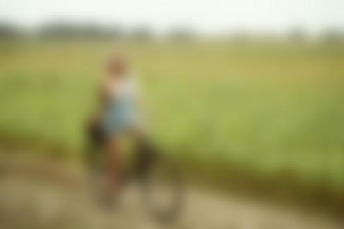 Фото Девушка на велосипеде стоит на дороге, Фотограф Воронцов Игорь