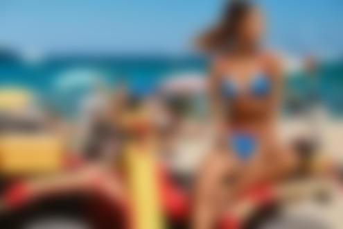 Фото Модель Narine на пляже. Фотограф Pierre Turtaut