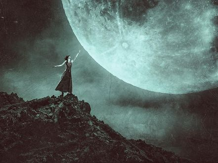 Фото Девушка стоит на краю скалы перед планетой, by Peter Brownz Braunschmid