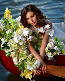 Фото Модель Olesya Vladimirovna с цветами в лодке, by anastasiya. mazay
