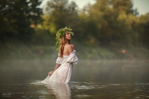 Фото Девушка в венке стоит в воде, фотограф Владимир Лапшин