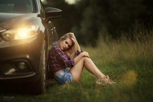 Фото Девушка сидит у авто, фотограф Владимир Лапшин
