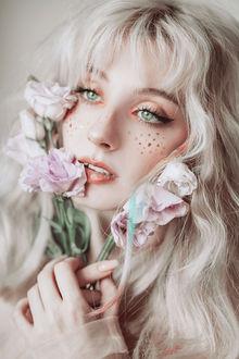 Фото Девушка с цветами у лица, by Jovana Rikalo