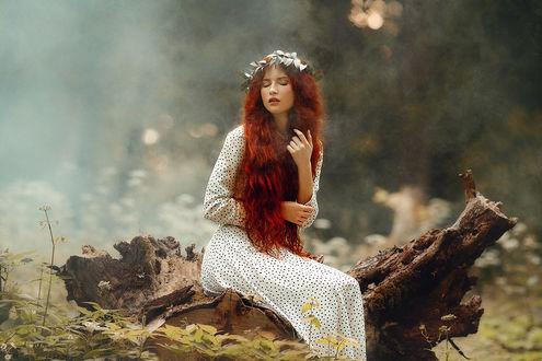 Фото Модель Александра Черкашина сидит на коряге, фотограф Liliya Nazarova