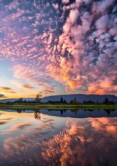 Фото Облака на небе и их отражение в озере, by James Wheeler