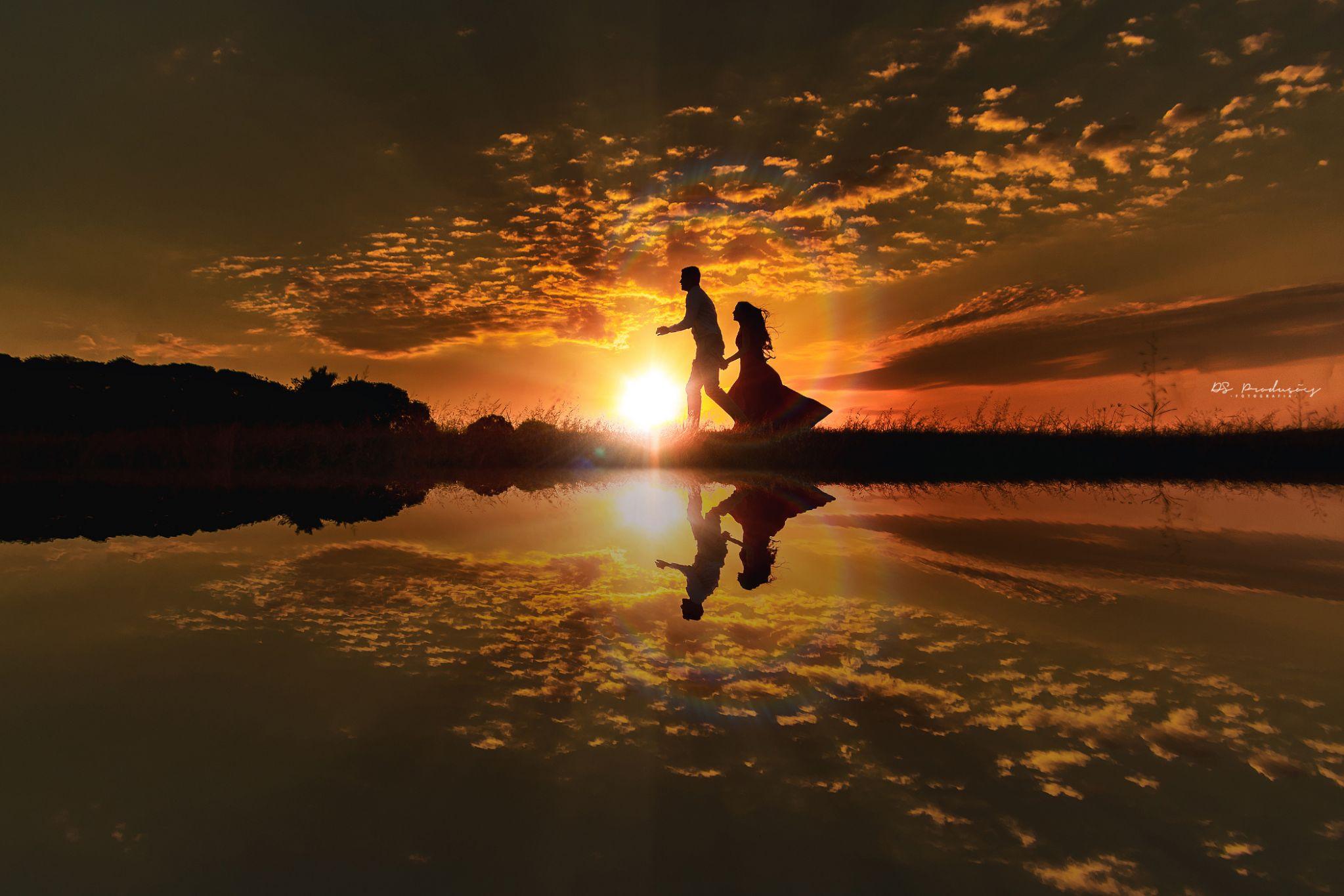 Фото Влюбленные на берегу водоема на фоне заката. Фотограф Дэвид Родригес