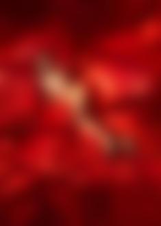 Фото Обнаженная девушка лежит на красной ткани. Фотограф Павел Проценко