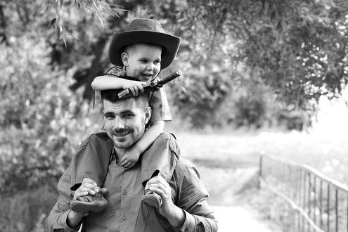 Фото Папа с сыном на плечах, by Анна Бойцова