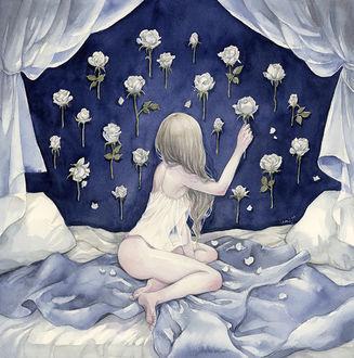 Фото Девушка вешает на стнеу белые розы, сидя в постели