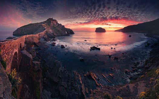 Фото Gaztelugatxe / Гастелугаче-островок на побережье Бискайского залива. Фотограф Karol Nienartowicz