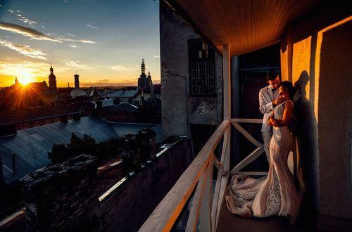 Фото Парень с девушкой стоят на балконе, фотограф Pavel Gomzyakov
