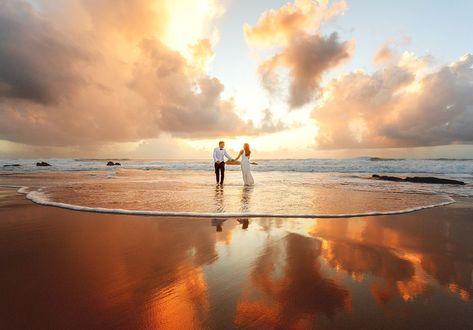 Фото Молодожены прогуливаются по побережью, фотограф Павел Флоп