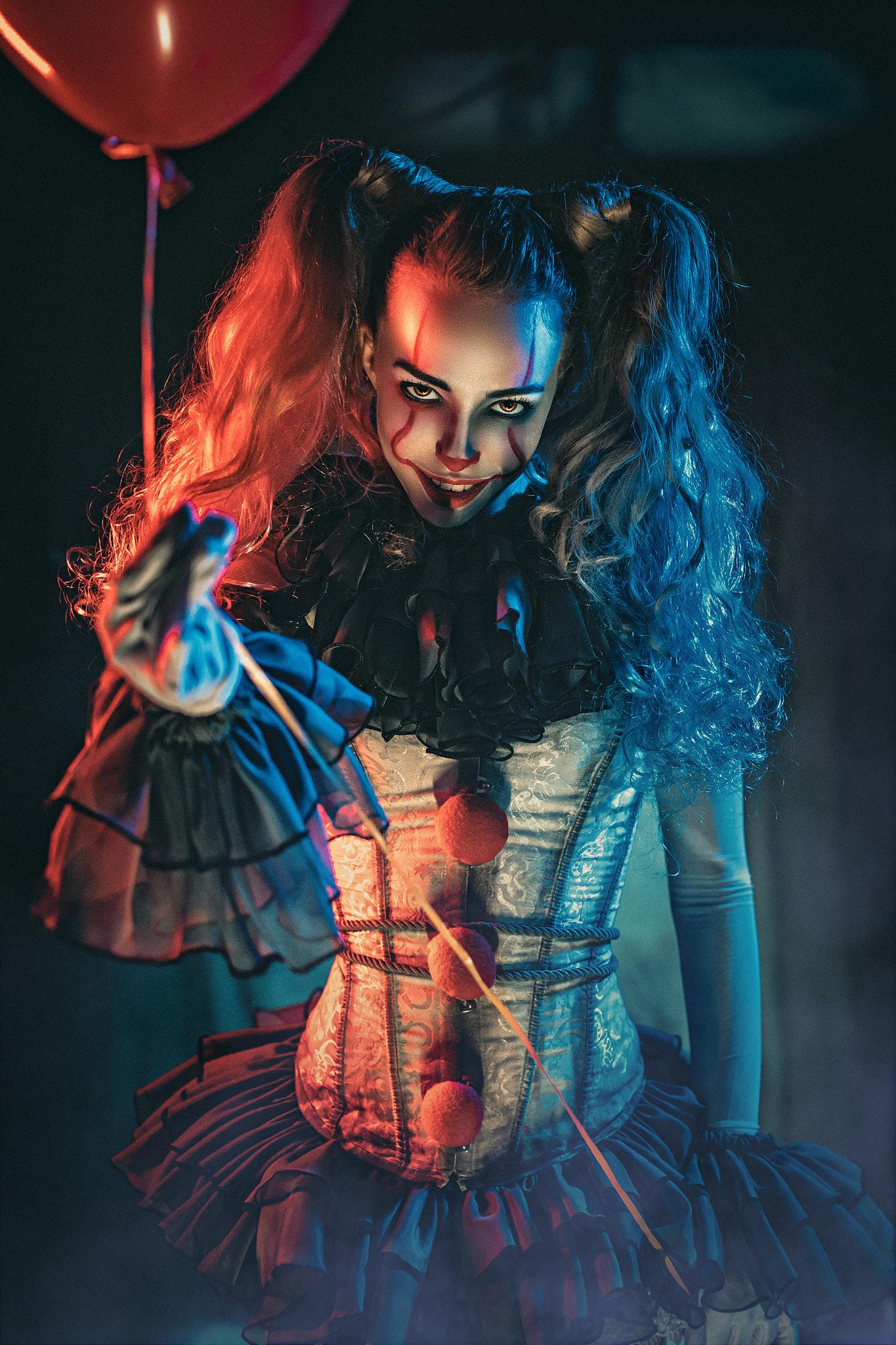Фото Девушка в образе клоуна Пеннивайза / Pennywise из фильма ужасов Оно / It, by Sergey Vostrikov