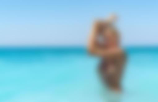 Фото Модель Екатерина Чернышева / Ekaterina Shiryaeva стоит в воде. Фотограф Владимир Серков / Vladimir Serkoff