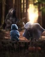 Фото Мальчик, сидящий на бревне, перед которым стоит слоненок с бабочкой на хоботе, за ними наблюдает медведь, by hrdesignz