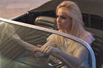 Фото Модель сидит в авто и смотрит в зеркало, фотограф David Ben haЇm