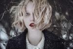 Фото Белокурая девушка со снегом на волосах, фотограф Катя Шиня