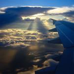 Фото Вид на облачное небо и крыло самолета