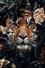 Фото Морда тигра в окружении цветов