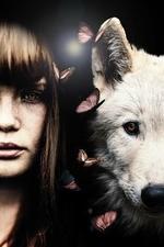 Фото Девушка и волк с бабочками между ними