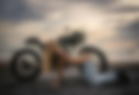 Фото Девушка стоит на коленках перед мотоциклом, by Evgeny Freyer