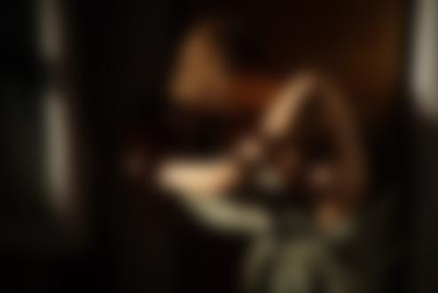 Фото Девушка с длинными волосами у окна, фотограф Миша Павловский