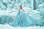Фото Девушка среди снега