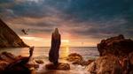 Фото Дейенерис Таргариен / Daenerys Targaryen стоит на берегу моря, на фоне заката солнца, возле нее лежит и парят в небе ее драконы, Game of Thrones / Игра престолов