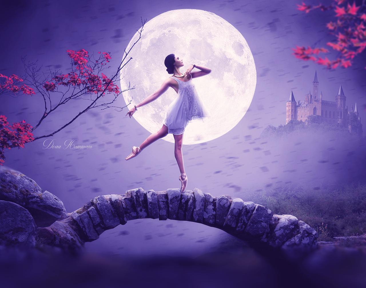 Фото Девушка - балерина стоит на фоне полной луны, by DoaaHammam
