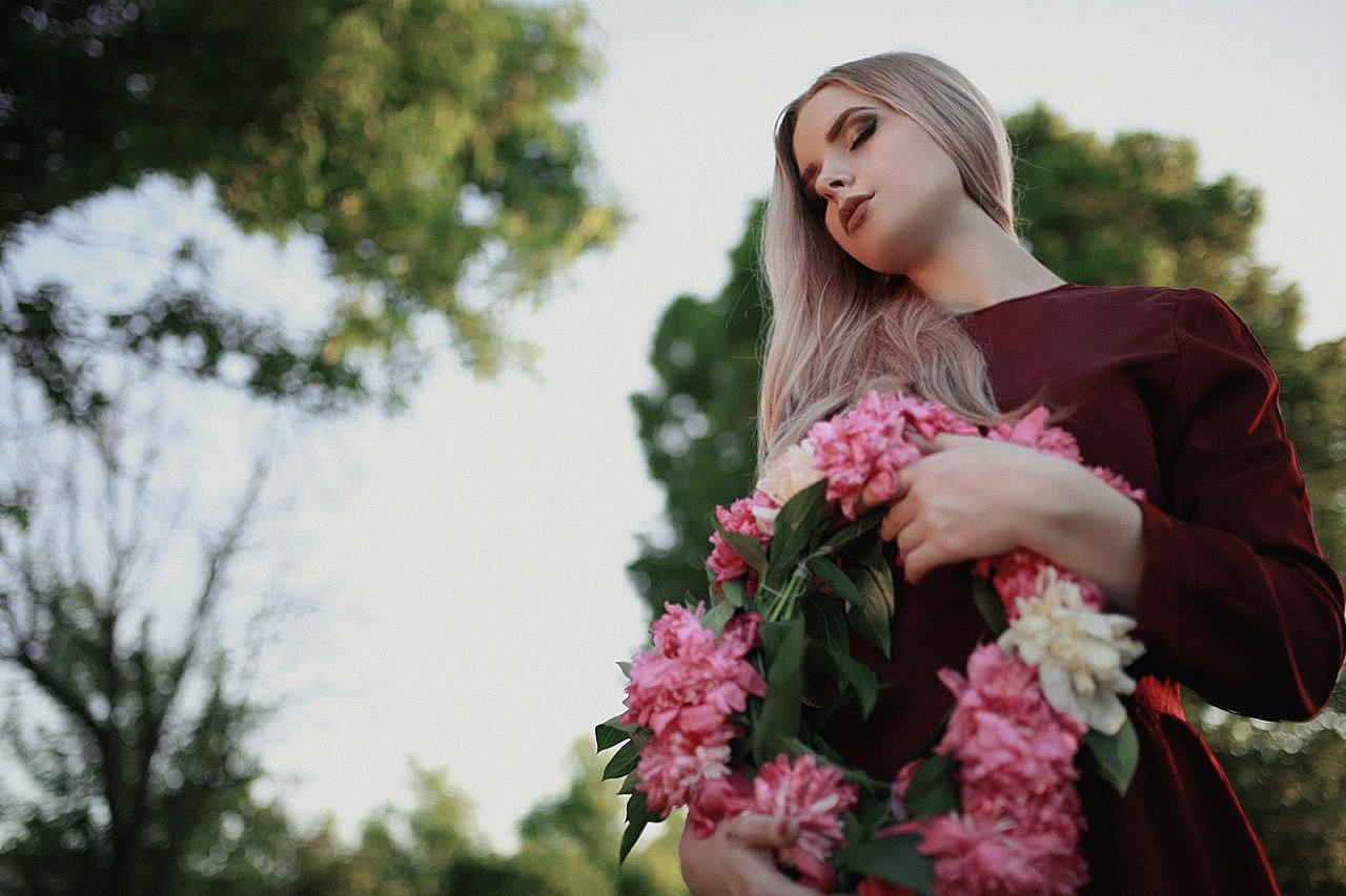 Фото Девушка с венком в руках, фотограф Сергій Романов