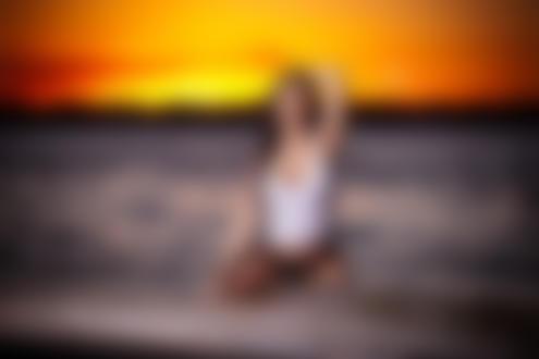 Фото Модель Ashley Hataway / Эшли Хатауэй сидит в воде, by JNL Studios