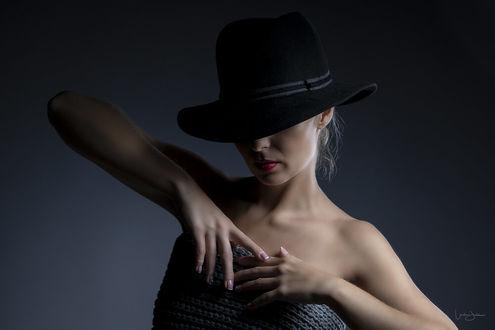 Обнаженная В Шляпе Фото