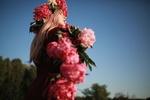 Фото Девушка в венке с пионами в руках, фотограф Сергій Романов