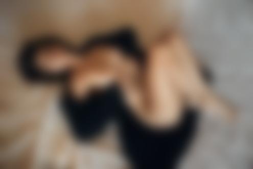 Фото Девушка в распахнутой одежде, вид сверху. Фотограф Скрипников Александр