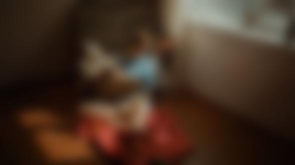 Фото Модель Виктория Агеева сидит на полу с рыжей кошкой, by Georgy Chernyadyev