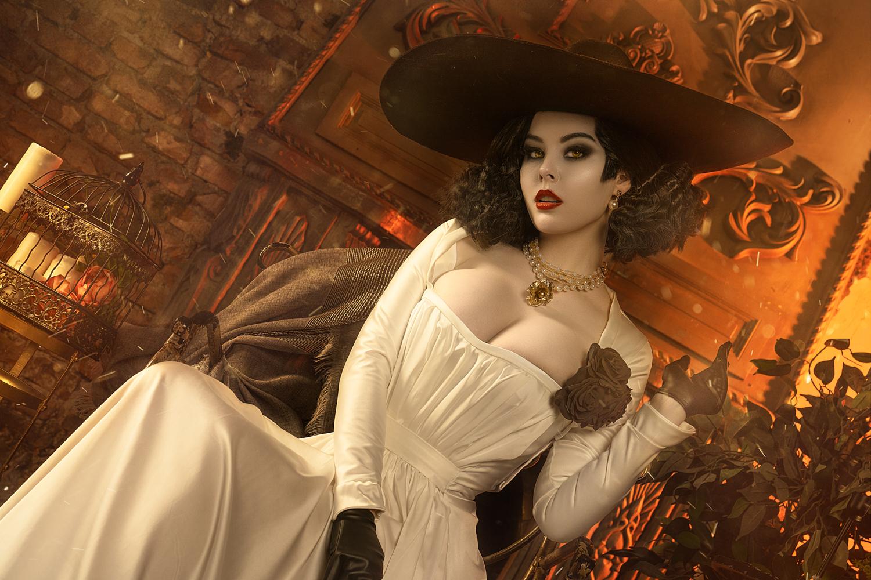 Фото Косплей Леди Димитреску / Lady Dimitrescu - персонаж из видеоигры Resident Evil Village, by Disharmonica