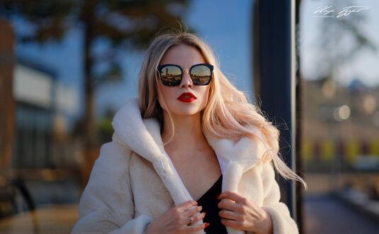 Фото Модель Юлия в солнцезащитных очках, фотограф Igor Goodkov (© lRB02), добавлено: 10.09.2021 22:20