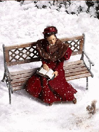 Анимация Девушка в зимней одежде сидит на скамейке с раскрытой книгой в руках и смотрит на белку, сидящую на снегу. С неба падает снег