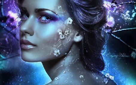 Анимация Красивая девушка в загадочном голубоватом свете и волшебных бликах