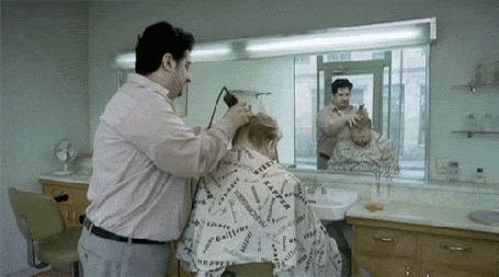 Анимация Парикмахер выбривает на голове клиента дорожку и поспешно ретируется, опасаясь последствий (© Anatol), добавлено: 30.03.2015 16:20