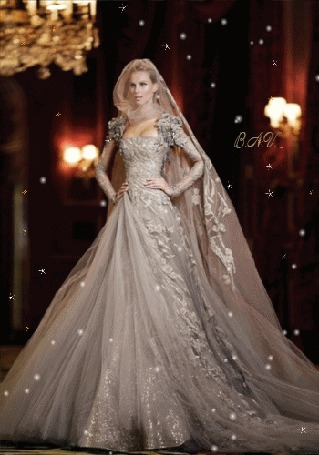 Анимация Девушка в шикарном платье, вокруг мерцание и летает волшебная пыльца