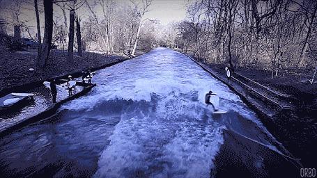 Анимация Мужчина катается на волнах, посреди реки (© Seona), добавлено: 02.03.2015 00:30