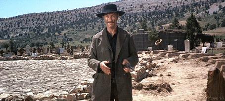 Анимация Клинт Иствуд / Clint Eastwood поигрывает револьвером, фильм Хороший, плохой, злой / The Good, the Bad and the Ugly, 1966