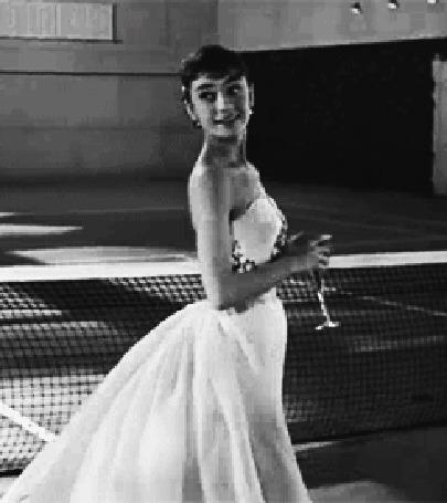Анимация Одри Хепберн / Audrey Hepburn с бокалом в руке, фильм Сабрина / Sabrina (1954)