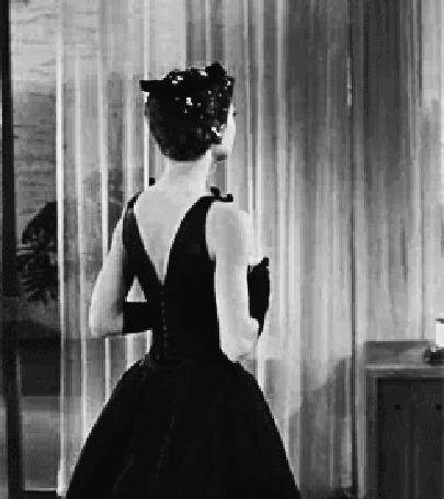 Анимация Одри Хепберн с бокалом в руке, фильм Сабрина