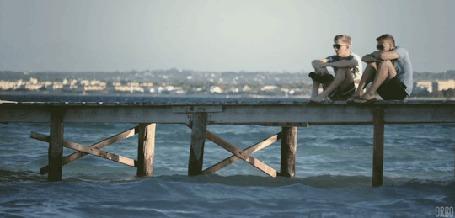 Анимация Двое мужчин сидят на пирсе, смотря на море (© Seona), добавлено: 03.03.2015 12:43