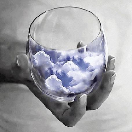 Анимация В руке девушки баночка с облаками (© zmeiy), добавлено: 04.03.2015 00:24
