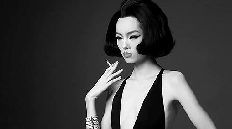Анимация Девушка азиатской внешности с сигаретой в руке (© zmeiy), добавлено: 04.03.2015 20:23