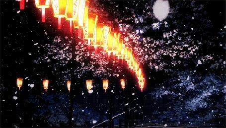 Анимация Весенние лепестки сакуры слетают с деревьев на ночной аллее с горящими фонарями